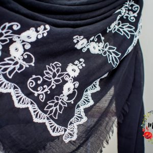 foulard brodé noir