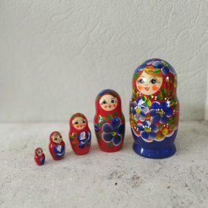 Matriochka moyenne bleu et rouge Basha